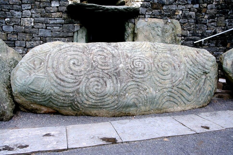 Newgrange piedra de entrada