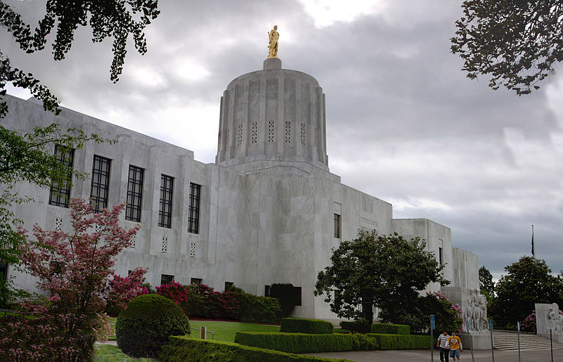 File:Oregon Capitol 2.jpg