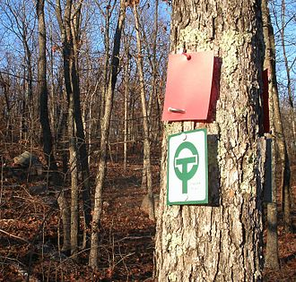 Ozark Trail (hiking trail) - The green and white blaze for the Ozark Trail