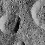 PIA20396-Ceres-DwarfPlanet-Dawn-4thMapOrbit-LAMO-image42-20160125.jpg
