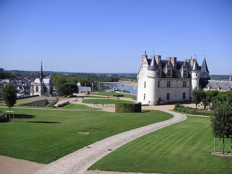 Fichier:Parc et vue Est du château d'Amboise.JPG
