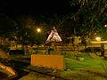 Parque municipal con el tradicional árbol de navidad, al centro del mismo..JPG
