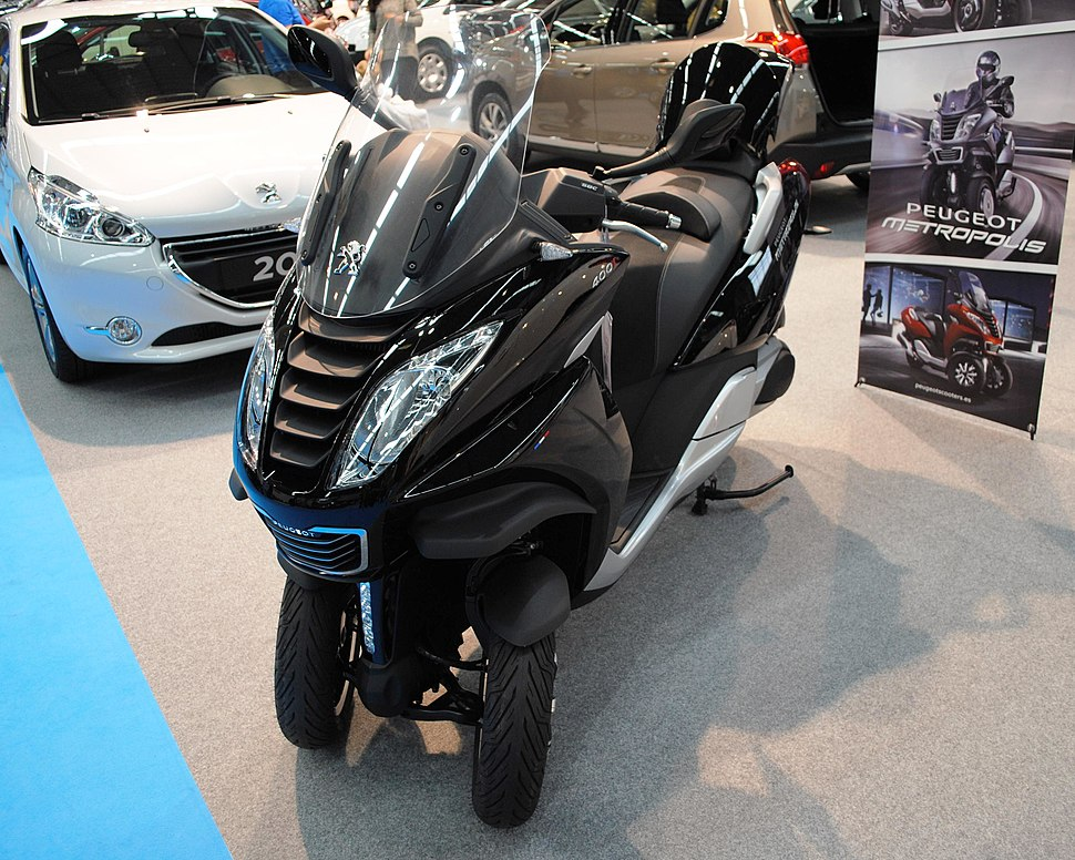 Novidoso triciclo eléctrico Peugeot, no mesmo ano.
