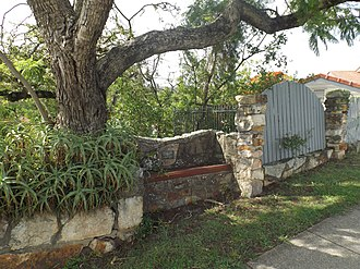 Taringa, Queensland - The Pilot Officer Geoffrey Lloyd Wells Memorial Seat was added to the Queensland Heritage Register in 1992