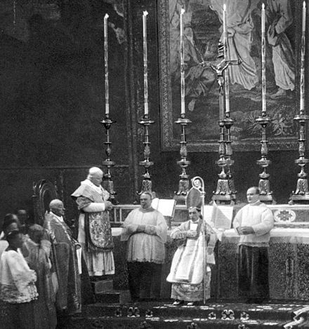 Pius X consecrates Bishop Giacomo Paolo Giovanni Battista della Chiesa, the future Pope Benedict XV, in the Vatican in 1907. PiusXbenedict XV.jpg