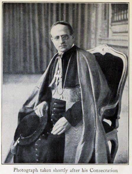 Pius XI leaning