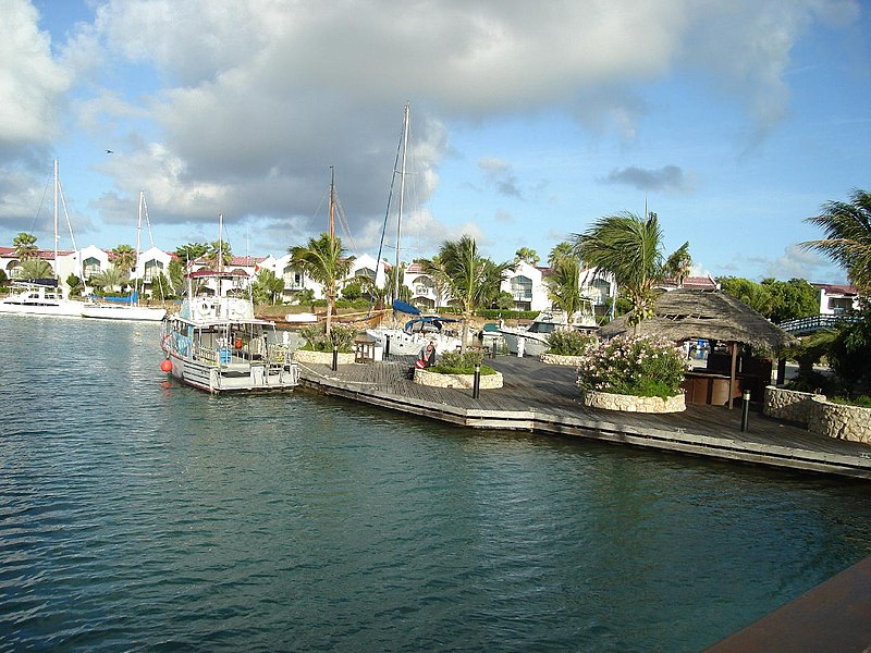 Файл:Plaza Resort Bonaire.jpg