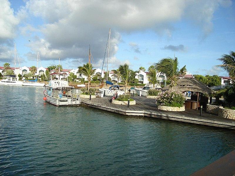 File:Plaza Resort Bonaire.jpg