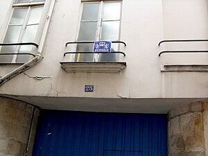 Rue des Rosiers - Image: Pletzl Rosiers Shule 25