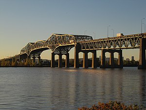Champlain Bridge, Montreal - Image: Pont Champlain 2010 10
