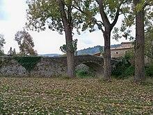220px-Pont_Romain_de_C%C3%A9reste.JPG