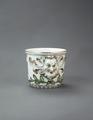 Porslin. Blomkruka med ansikte och gulddekor - Hallwylska museet - 89167.tif