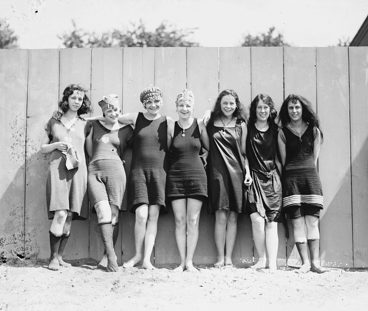 File potomac tidal basin female wikimedia - Costumi da bagno del 1900 ...