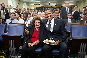 Helen Thomas - Image: President Barack Obama presents cupcakes with a candle to Hearst White House columnist Helen Thomas in honor of her birthday in the James Brady Briefing Room