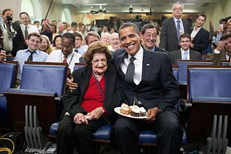 Helen Thomas - President Barack Obama presenting Thomas cupcakes on her 89th birthday