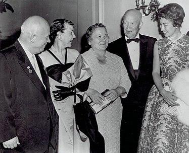 https://upload.wikimedia.org/wikipedia/commons/thumb/b/b5/President_Eisenhower_and_Nikita_Khrushchev_1959.jpg/375px-President_Eisenhower_and_Nikita_Khrushchev_1959.jpg