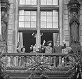 Prinses Beatrix en Claus bezoeken Rotterdam, op balkon stadhuis, koningin Julian, Bestanddeelnr 917-9470.jpg
