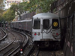 Trem R46 Q saindo de Parkside Avenue.jpg
