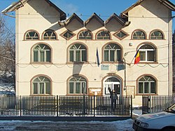 RO DB Varfuri town hall.jpg