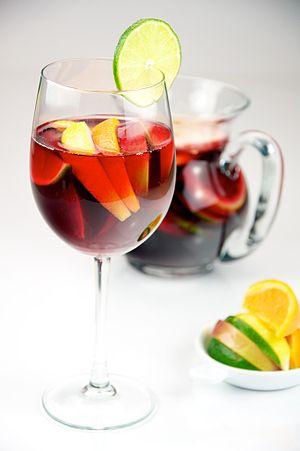 English: Red Wine Sangria with lemon, lime, ap...