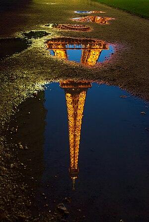 Tour Eifel reflection
