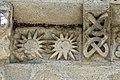 Reich geschmückt, die romanische Apsis (12. Jahrhundert) der Kirche Saint-Vivien-de-Medoc. 2.jpg