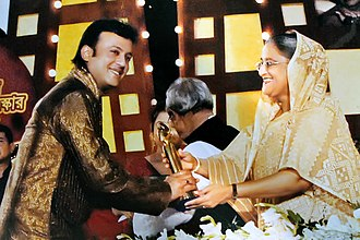 33rd Bangladesh National Film Awards - Riaz taking National Film Awards from Prime Minister Sheikh Hasina in 2010