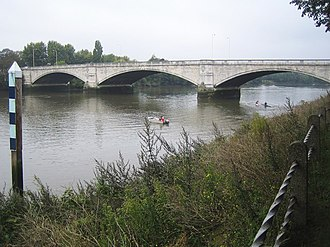 London Borough of Hounslow - Image: River Thames Chiswick Bridge geograph.org.uk 579501