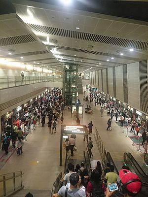 Rush hour in Bishan MRT Station Circle Line.JPG