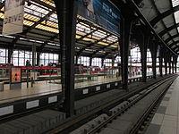 S-Bahnhof Friedrichstraße platforms.jpg