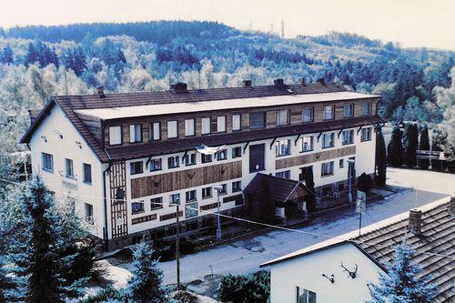Hlavní budova školy v 80. letech