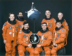 v.l.n.r. Maurizio Cheli, Umberto Guidoni, Scott Horowitz, Andrew Allen, Jeffrey Hoffman, Franklin Chang-Diaz, Claude Nicollier