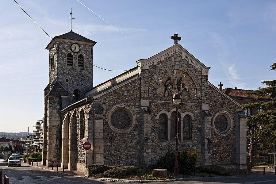 On arrive à l'ancienne église de Fresnes (94)