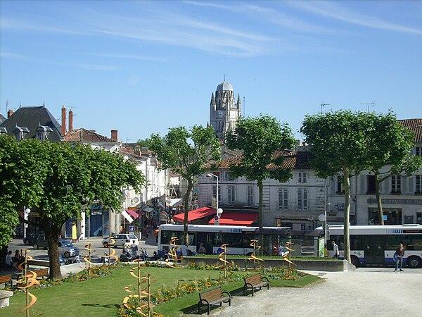 Le centre historique de Saintes vu depuis l'esplanade du Maréchal-Foch.
