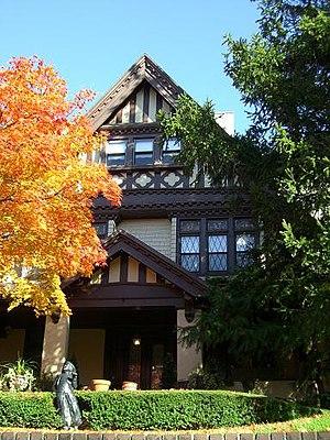 Saitta House - Image: Saitta House Fall 2