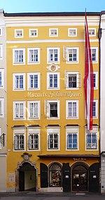 Salzburg, Getreidegasse 9, Mozarts Geburtshaus 2.jpg