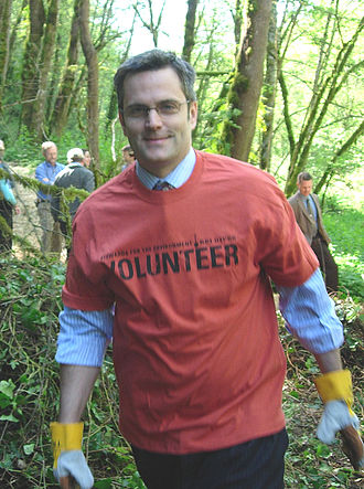"Sam Adams (Oregon politician) - Adams at a ""Green space"" event in 2005"