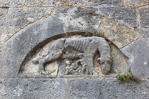 Lupa Senese (Sienese She-wulf), Entrance (upper floor) of the Castello di Sarteano
