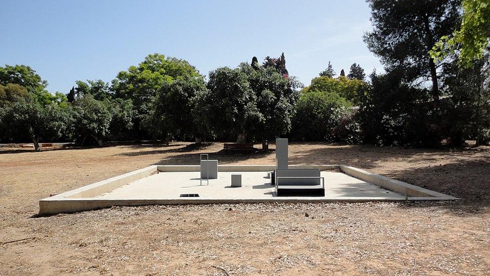 Savyon Sculpture garden 006