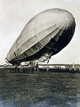 LZ 13 Hansa - School maneuver of the Zeppelin Hansa near Berlin