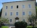 Schulhaus in Salzburg-Gnigl.JPG