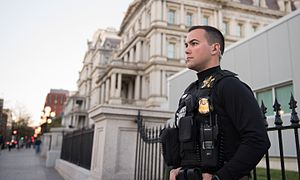 United States Secret Service Uniformed Division - Image: Secret Service Agent Guards EEOB