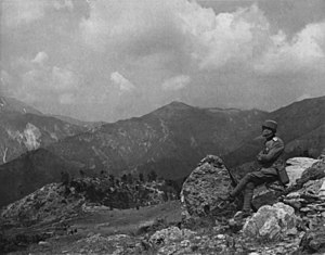 Serbian solider looking to Kaymakcalan massif from Gornji Požar (Macedonian front).jpg