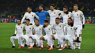 The 2017-18 Roma side before a UEFA Champions League Round of 16 match against Shakhtar Donetsk Shaht-Roma (4).jpg