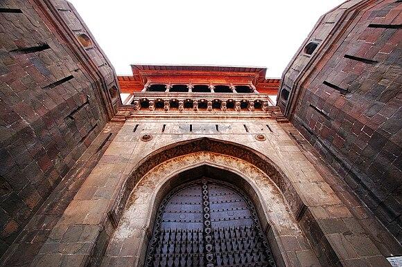 Shaniwarwada gate.JPG