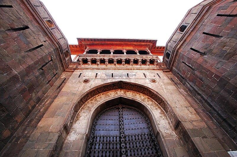 File:Shaniwarwada gate.JPG
