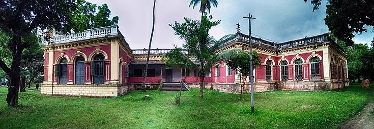 Shashi Lodge Side View Panorama.jpg