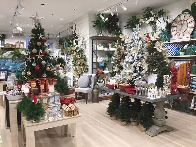 File shop with christmas decorations indooroopilly for Salon xmas decorations