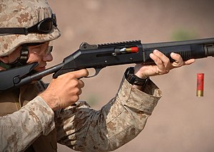 Benelli M4 - A U.S. Marine trains with the M1014 shotgun in December 2006.