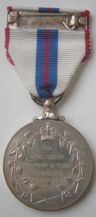 Queen Elizabeth II Silver Jubilee Medal - Image: Silver Jubilee Medal 1977, British reverse